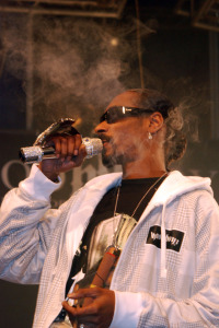 Snoop Dogg Smoking Weed on Stage ©pcbritz